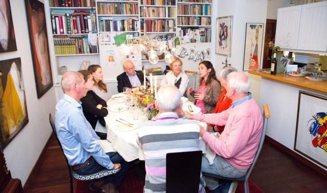Gedeputeerde Anne-Marie Spierings aan tafel. Foto: Gabor Nijenhuis.