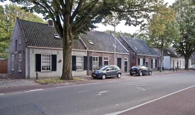 Deze wevershuisjes zijn rond 1883 gebouwd en zijn rijksmonument.