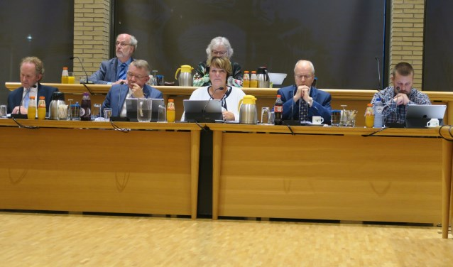 Het college van B&W van Ridderkerk wil verder met de BAR-samenwerking. Rechts wethouder Henk van Os. (foto GvS)