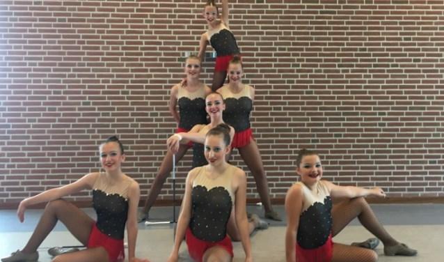 Junioren Danceteam van Evolution Twirlteam