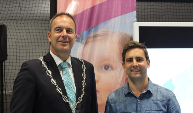 Burgemeester Paans en Bram Verbrugge. (Foto: Privé)
