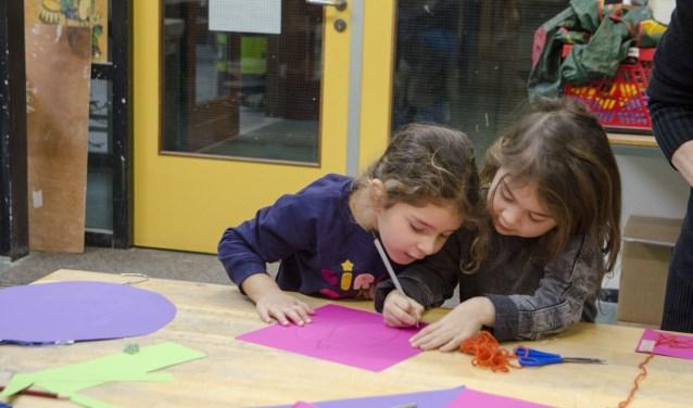 Kinderen van 3 tot en met 6 jaar zijn iedere vrijdagmiddag van harte welkom in de Kinder Knutselclub voor peuters.