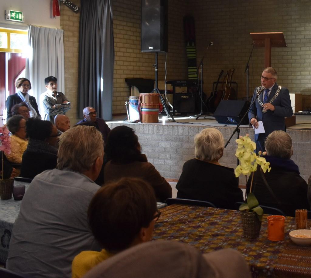 Robben bracht ook zijn felicitaties over aan de Stichting Kandjoli voor hun belangrijke werk dat zij inmiddels al 30 jaar doen.  Foto: Jolien van Gaalen © Persgroep