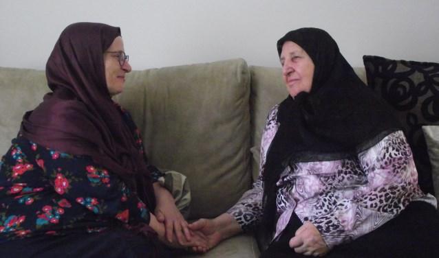 Reyhan Conka en Mevlüde Çaluk delen hun verhaal. (foto: eigen foto)