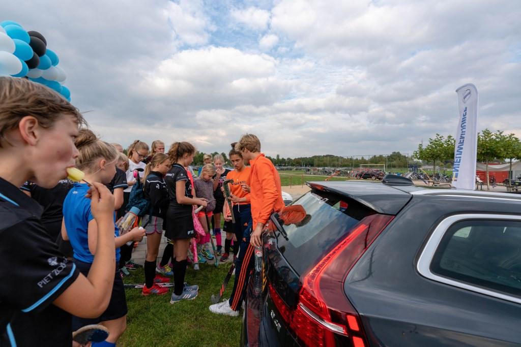 internationals Noor en Menno brachten de club een bezoekje  Foto: Marieke van Dulmen © Persgroep