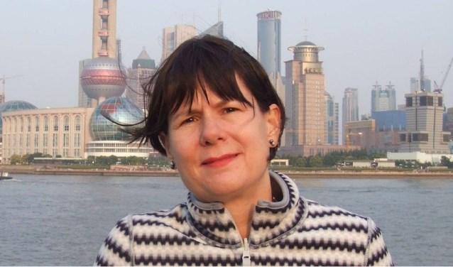 Wereldreizigster Carolijn Visser schreef het boek 'Selma', over een Chinees-Nederlands gezin. Het toont haar kennis van China.