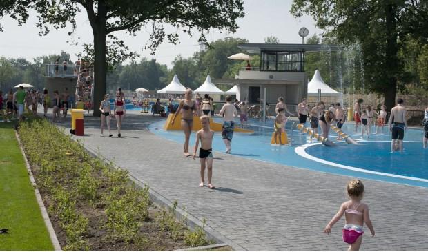 Het bestaande buitenbad wordt onderdeel van het nieuwe zwempark. Archieffoto: Lars Smook / TC Tubantia