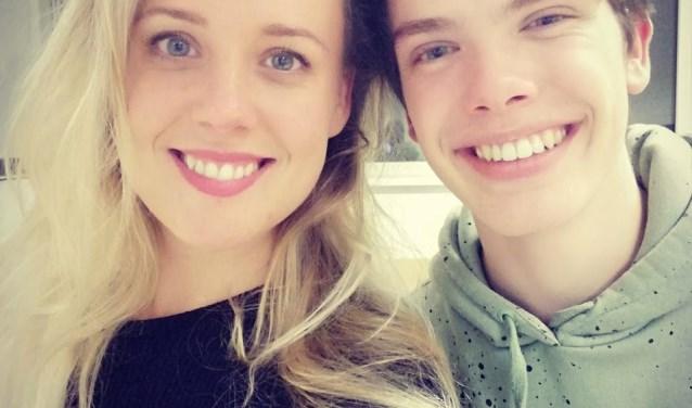 Tessa Knoops en Tobi van de Brink spelen allebei mee in de Veldhovense Revue van 2018. FOTO: Veldhovense Revue.