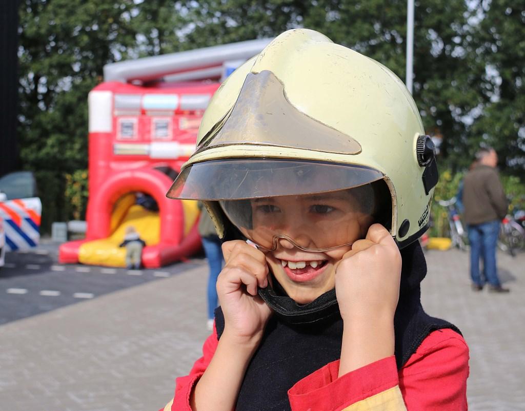 """Martijn Schevers (7) wil later brandweerman worden. """"Dat is goed te combineren met een eigen restaurant,"""" zei hij. Foto: Hanny van Eerden © Persgroep"""