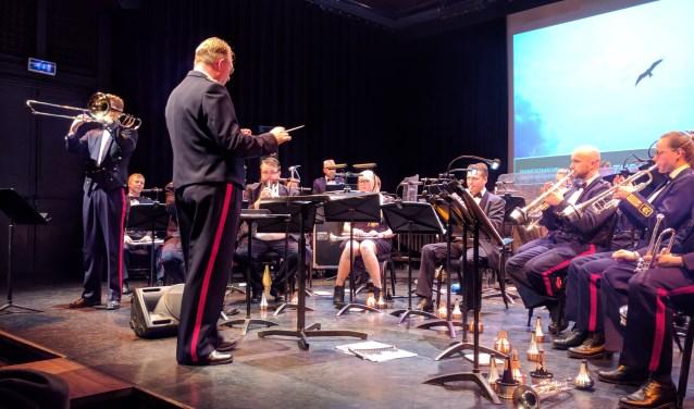 Orkest met solist. Militaire muziek houdt de herinnering aan andere tijden levend.