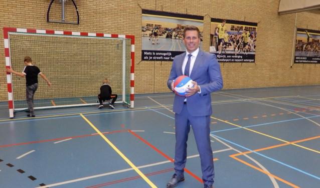 """Björn Lugthart in de oude Marimbahal: """"Het nieuwe  sportcomplex is een enorme opsteker voor Rijswijk en de sportclubs in het bijzonder."""""""