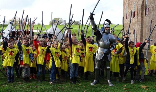 Tijdens de ridderschool word je een echte ridder. Strijd je mee?