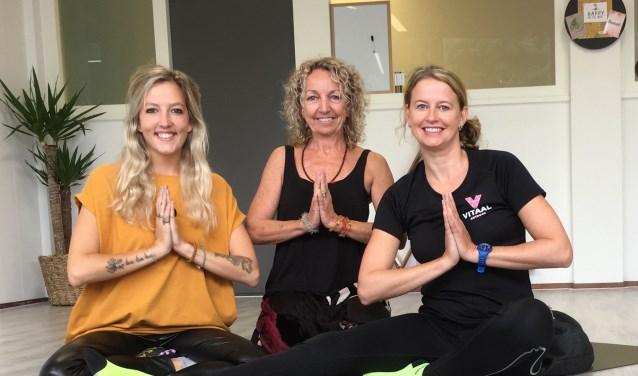 Francis, Desiree en Nienke van Vitaal Outdoor, Subtle Yoga Creations en Happy on the Move organiseren samen een yogafestival. (Foto:pr)
