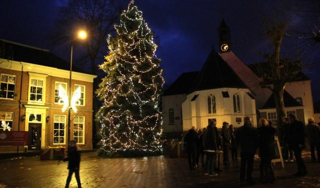 Wie heeft er een kerstboom om in december op de Markt te laten stralen?