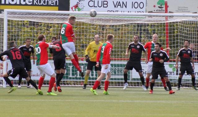 Bon Boys moest zondag diep gaan om eenpunt veilig te stellen tegen Barbaros. Na een enerverende voetbalmiddag stondhet 1-1.