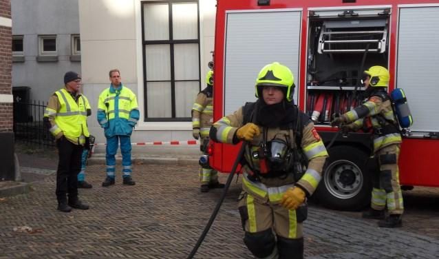 De brandweerpost in Zaltbommel had een spannend scenario in elkaar gezet voor de regionale vaardigheidstoets. De post deed zelf niet mee. Foto: Evelien Piels