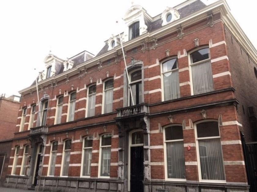 De indeling van de plattegronden van beide woonhuizen aan de Sint Josephstraat 7-9 is nagenoeg spiegelsymmetrisch. Foto: Josephine Peren