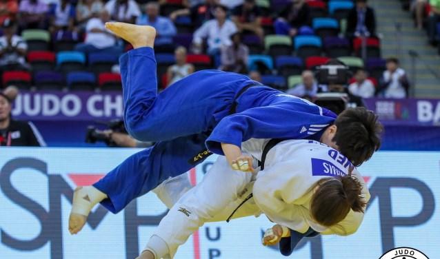 Guusje Steenhuis scoort in de voorronde op de WK judo te Baku, Azerbaijan.