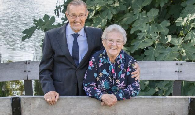 Het diamanten paar Beekhuizen-van Heezik koos op 24 september voor een feest met de familie om het diamanten huwelijksjubileum te vieren. (Foto: Bert Turion)