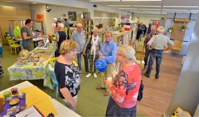 Veel belangstelling voor een door de SWOM gecoördineerde  Vrijwilligersmarkt in het DoeMeeHuis. (Foto: Paul van den Dungen)