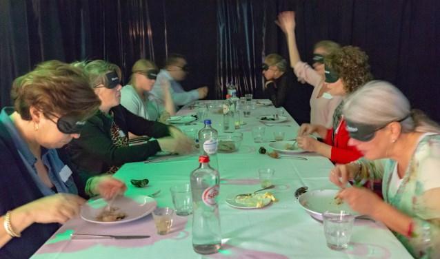 Dit eerste 'blinde' pop-up restaurant van Nederland: maak kennis met 'niet kunnen zien', heerlijk eten en drinken en een mooie opbrengst.