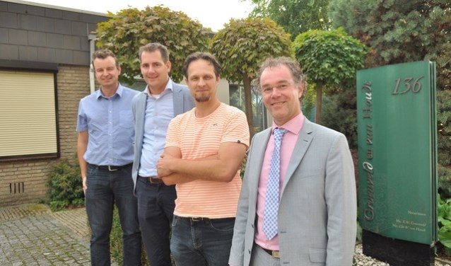 v.l.n.r. Mathieu, Robert, Arjan en notaris Martin Tempelaar (Foto: PR)