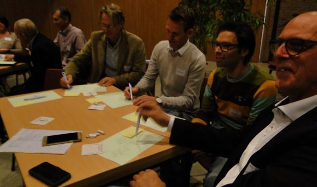 Creatief moment tijdens het Kenniscafe in 't Trefpunt in Voorthuizen