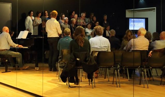 zingende deelnemers
