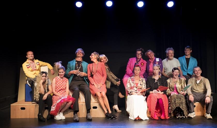 In het eigen theater de Verdieping speelt Theatergroep Zierik een reeks voorstellingen onder regie van Yolanda Smits, getiteld De Revisor. FOTO: Peter Kouijzer