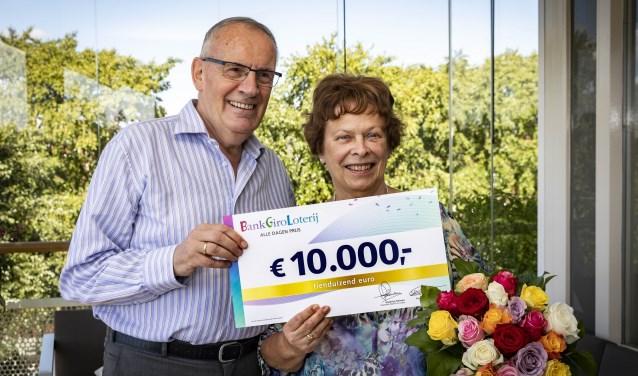 Elisabeth uit Krimpen aan den IJssel wint 10.000 euro in BankGiro Loterij.