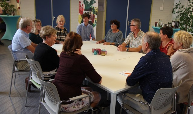 Beuningen in Dialoog is toegankelijk voor iedereen. De groepen die 6 en 7 november in gesprek gaan, zijn iets kleiner dan op de foto.