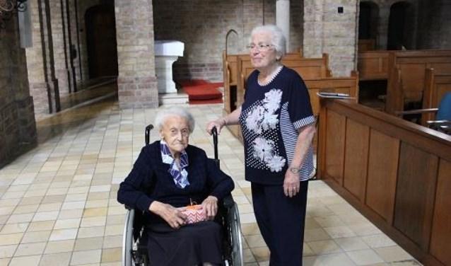 Op de foto Nanny de Vries- Gokkes (rechts) en zuster Leonie.