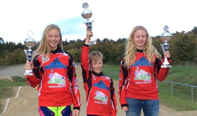 Districtskampioenen v.l.n.r. Tessa Scholten, Mylan Spekschate en Anne Tuchter