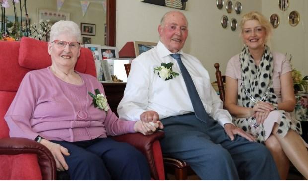 Woensdagmiddag bezocht burgemeester Reinie Melissant-Briene het echtpaar De Vries-Poldervaart, om hen te feliciteren. Eigen foto