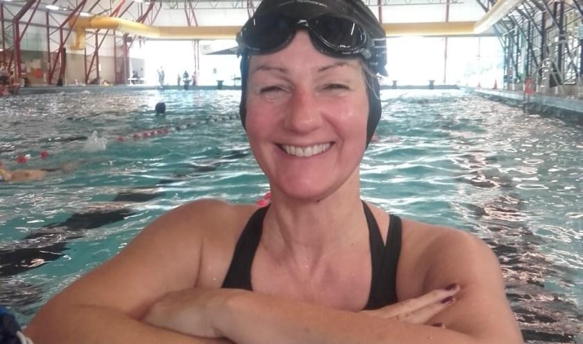 Monica tijdens een training in het zwembad.