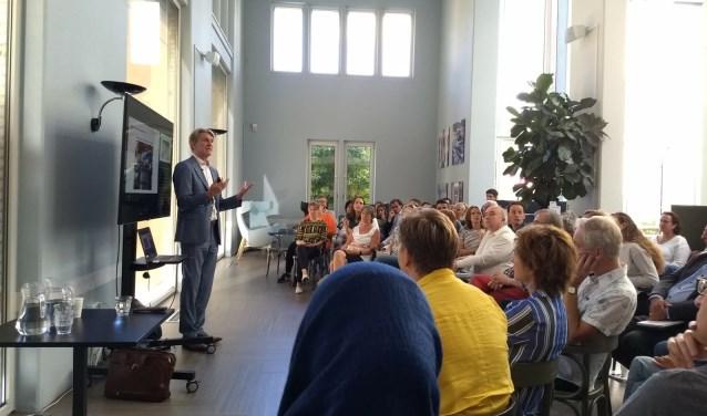 Hoogleraar Bob de Wit spreekt op 1 november bij Studio Idee in Loenen aan de Vecht. Tekst: Naomi Slijngard, foto: Joke Stapper