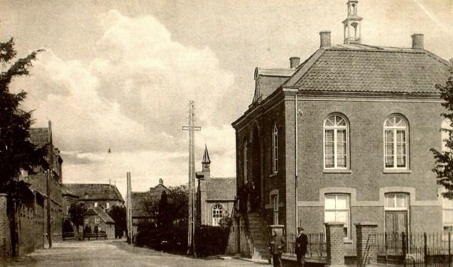Het raadhuis van de voormalige gemeente Sambeek is een van de genomineerde objecten voor hét pronkstuk van Sambeek (foto: Sambeeks Heem).