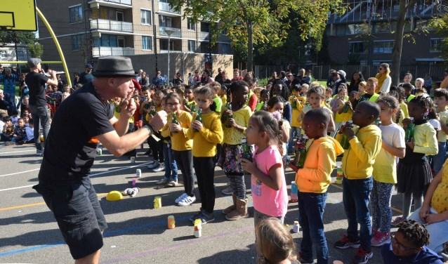 450 leerlingen van de Carolusschool en de Meester Schabergschool maken samen muziek.