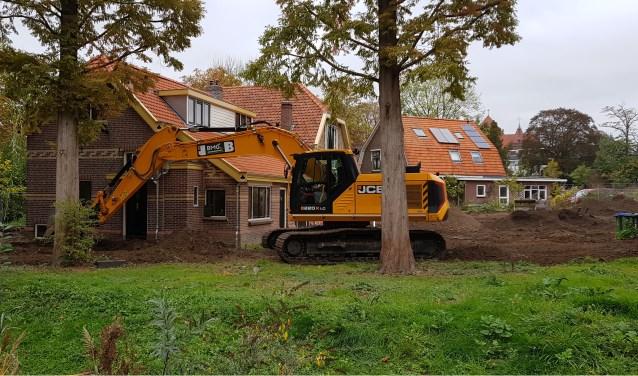 Maandag is het werk aan het terrein rond de stadsboerderij aan het Spijk begonnen.