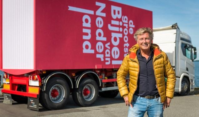 Presentator Bert van Leeuwen is vrijdag in Rhenen bij Moeke voor tv-opnames. Publiek is welkom. (Foto: Willem Jan de Bruin)