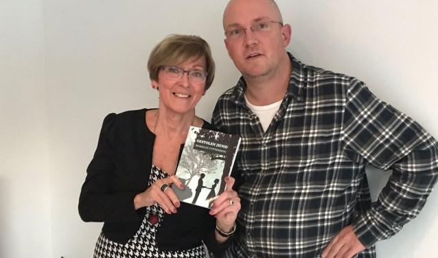 Marielou Uyttenhove en uitgever Jacco van den Boogaart. (foto:  pr)