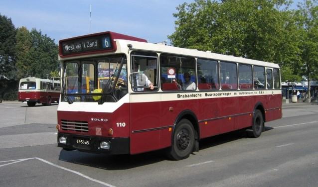 Een oude BBA stadsbus van de Stichting Veteraan Autobussen regio Brabant zal mensen vervoeren in de binnenstad.
