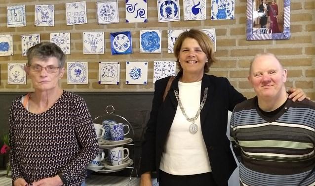 De burgemeester met cliënten Rineke en Arie-Jan (foto: Ipse de Bruggen)