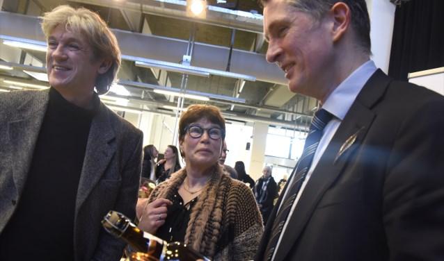 Oud-stadsdichters Ruud Broekhuizen en Hanneke Leroux bij de aanstelling van Pieter Stroop van Reenen. Sindsdien werken alle stadsdichters nauw samen. Foto: Marianka Peters