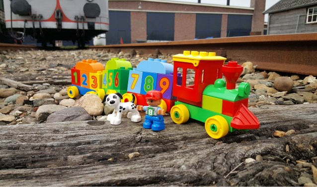 Op 16, 17, 21, 23 en 24 oktober vinden de meer ontspannen Kinder-doe-dagen plaats, met extra speelactiviteiten in en om de trein. FOTO: PR