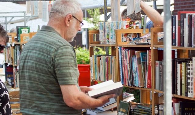 Opruimingsboekenmarkt bij de Koppelkerk.