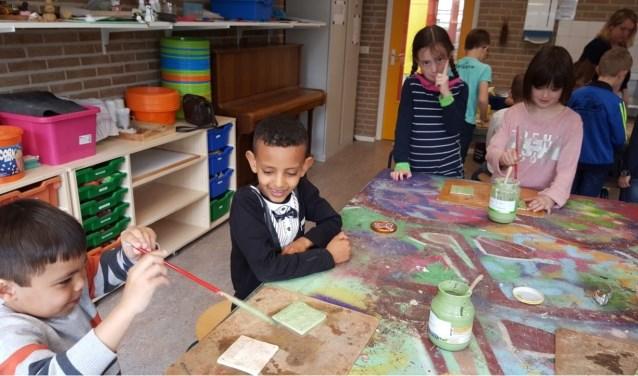 De kinderen van bassisschool De Rank zijn in de afgelopen weken op allerlei manieren met hetthema 'Kom erbij!' aan de slag geweest. FOTO: BS De Rank.