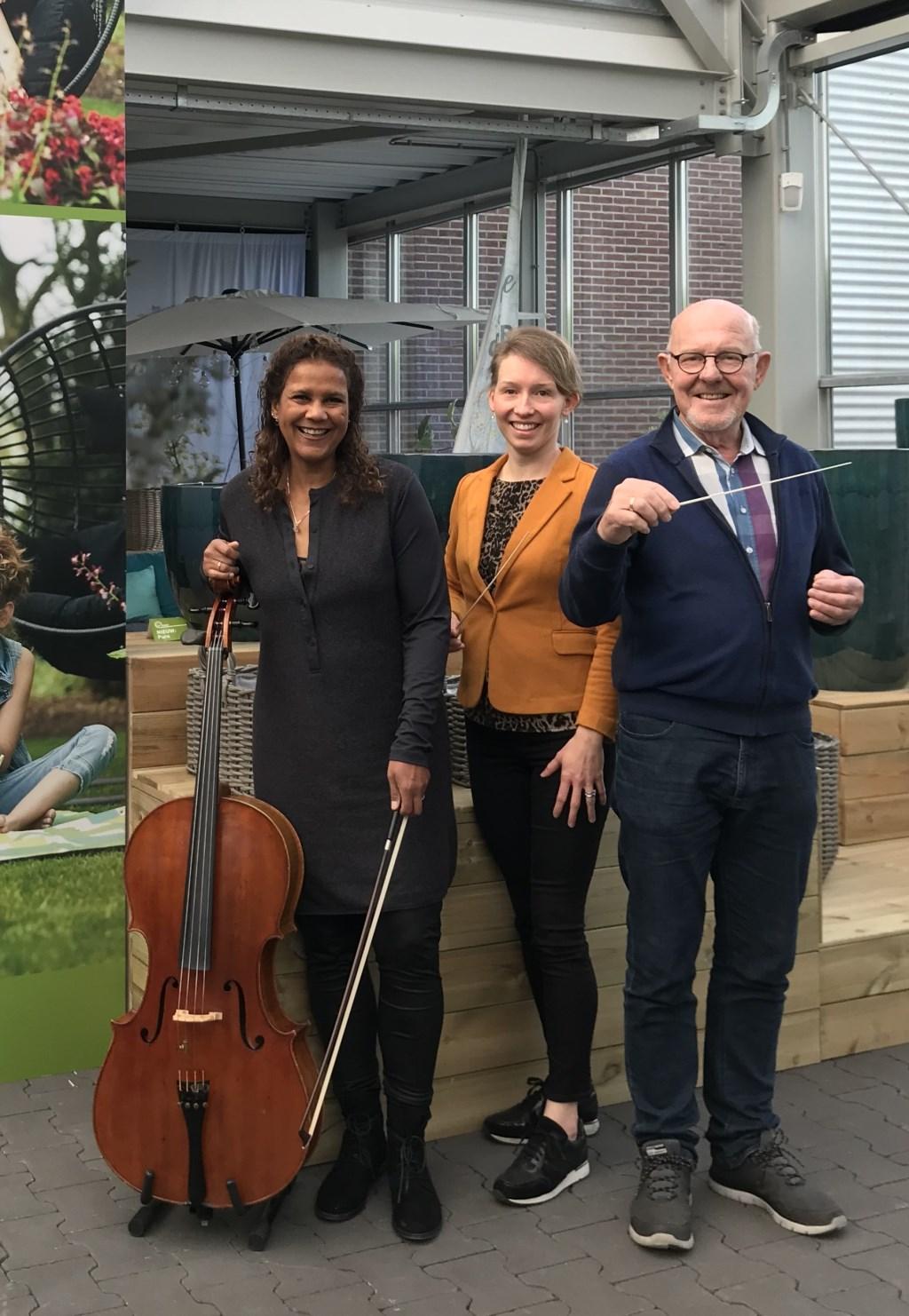 Anne Knappstein met dirigenten. Foto: Parkgebouw © Persgroep