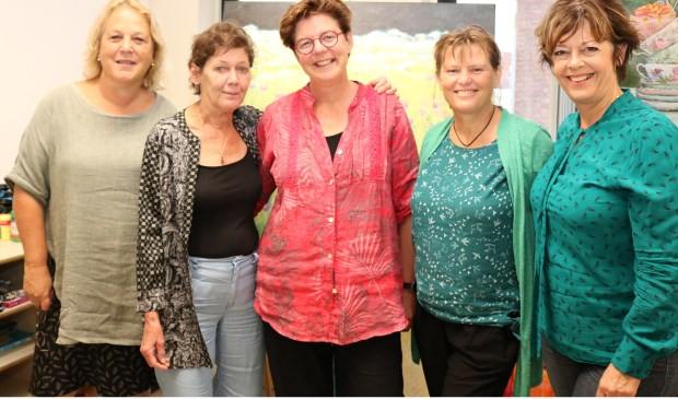 Gerthe Lamers, Marij Schrijen, Tineke Posthumus, Marja Vijn en Anita Kunst.