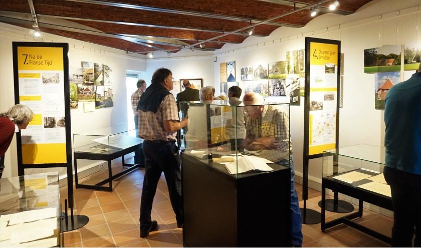 De vernieuwde expositie over Scholtengoederen in molen Bataaf werd donderdag geopend. Vele genodigden namen een kijkje.